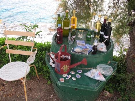 Bauchladen mit Olivenöl und Lavendelsäckchen