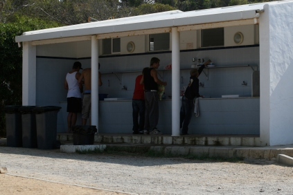 Spülstelle und Sanitäranlage